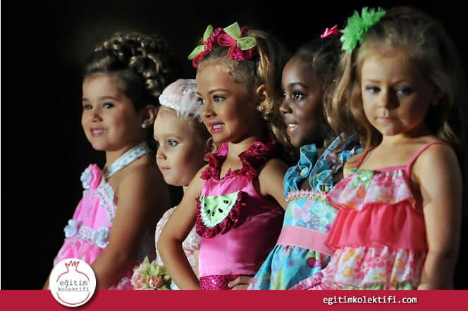 Çocuklarımıza dış görünüşün her şey olduğunu öğretiyor sonra da duygusuzlukla suçluyoruz.