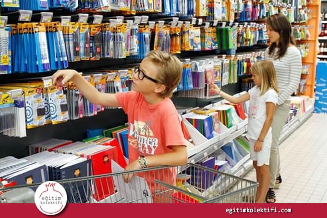 Alışverişin ne kadar tutacağını çocuklarınızla birlikte hesaplayabilir, onlara akıldan işlemler yaptırabilirsiniz.