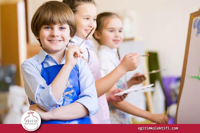 Sanat ağırlıklı dersler öğrencilerin sadece yaratıcılıklarını geliştirmekle kalmaz aynı zamanda akademik başarılarına da katkıda bulunur.