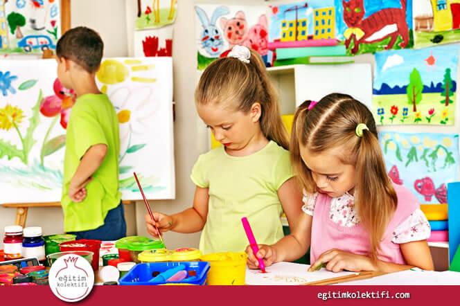 Özellikle küçük yaştaki çocuklar kalem tutarak, fırçayı farklı açılarda kullanarak oyun hamurlarını kullanarak, makas kullanarak, basit müzik aletleriyle ritim tutmayı öğrenerek ince motor becerilerinde yaşıtlarından daha hızlı bir gelişim sağlarlar.