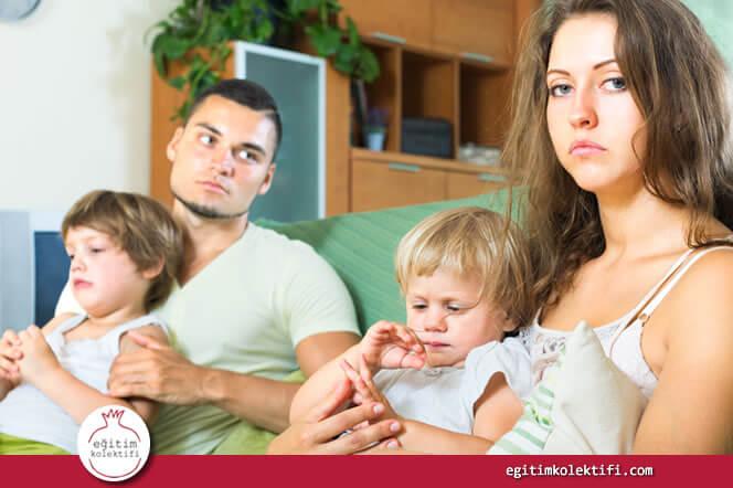 """Çocuk en çok anne ve babasının kendisi hakkında yaptığı tartışmalardan etkilenir."""" width=""""1356"""" height=""""668"""" /> Çocuk en çok anne ve babasının kendisi hakkında yaptığı tartışmalardan etkilenir."""