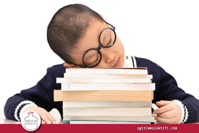 Çok ev ödevi yapmak daha çok öğrenme sağlamaz.