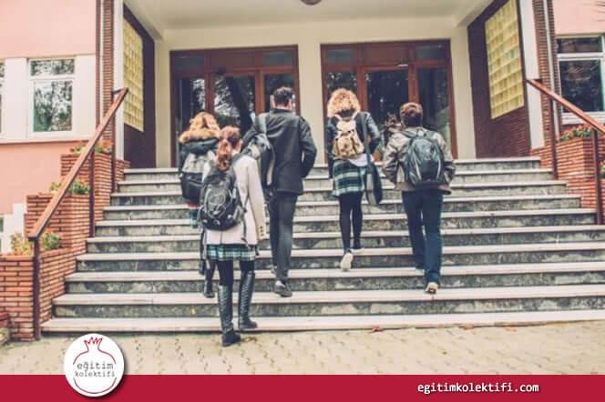 Devlet okulları öğrencilerine hak etmedikleri notları vermez, küçük başarıları abartmaz.